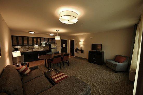 ลิเวอร์พูล, นิวยอร์ก: Need some extra room to work? Try our conference room.