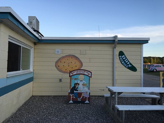 Honor, MI: Drive-Inn Concession