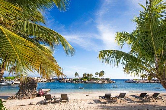 Baoase Luxury Resort: Baoase's privae beach and lagoon
