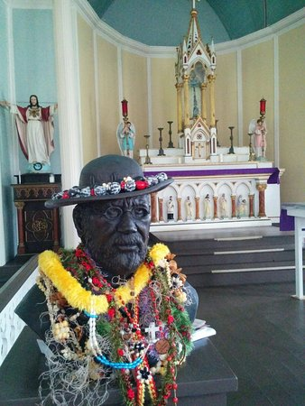 Kalaupapa National Historical Park : Fr. Damien and church interior