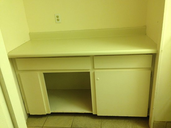 Uncle Billy's Kona Bay Hotel: Plywood cabinet with missing door