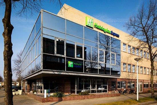 Holiday Inn Express Amsterdam - South: Hotel Exterior Morning