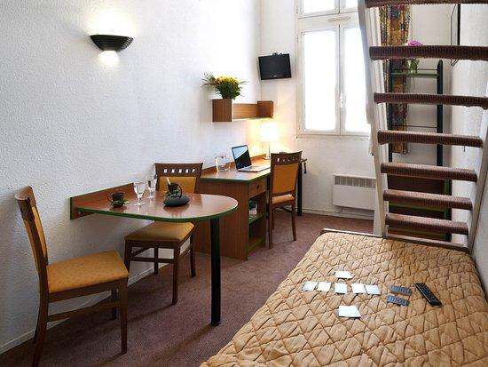 Adagio Access La Defense Place Charras Hotel  Courbevoie