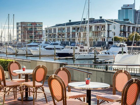 Sofitel Auckland Viaduct Harbour : 21 Viaduct Cafe