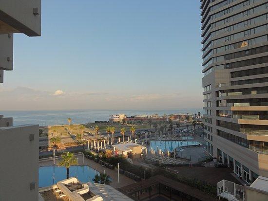 Dan Panorama Tel Aviv: vista sul mare e sulla piscina dell'hotel (quella a sx)