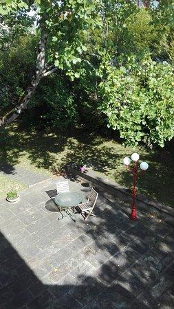 Nun Obeki Chambres d'Hôtes : vue du jardin depuis la chambre