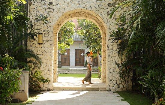Sudamala Suites & Villas: Sudamala Entrance