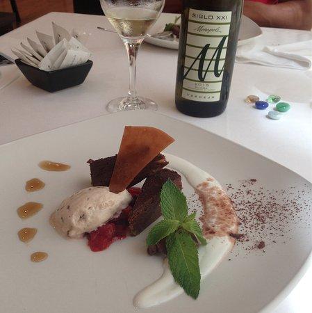 El postre y el vino de la casa. Restaurante Albufera by Alejandro del Toro.
