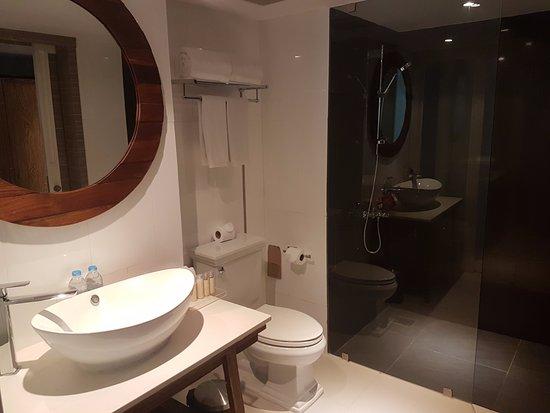 Badezimmer Der Elite Zimmer Hell Und Modern Zusatzlich Mit Wanden