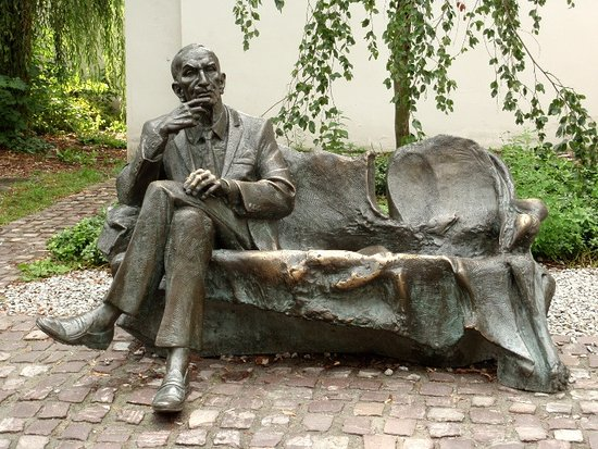‪Statue of Jan Karski‬