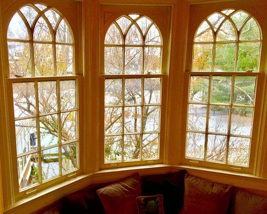 لوكينج جلاس إن: December stay at Looking Glass Inn