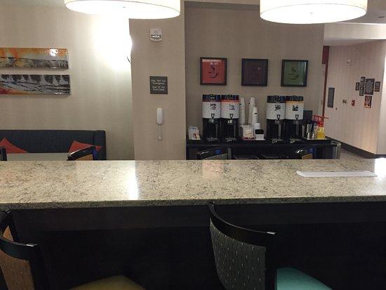 Hampton Inn West Des Moines Lake Drive: Coffee 24 Hours