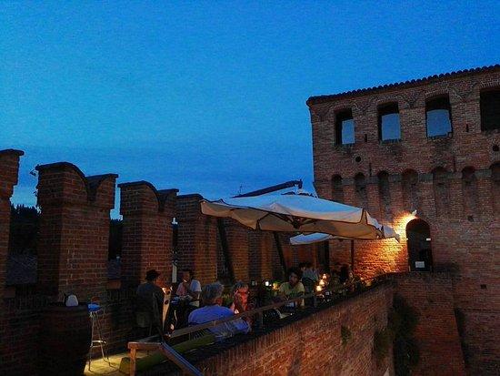 Riolo Terme, Italy: TERRAZZA ESTIVA BY NIGHT