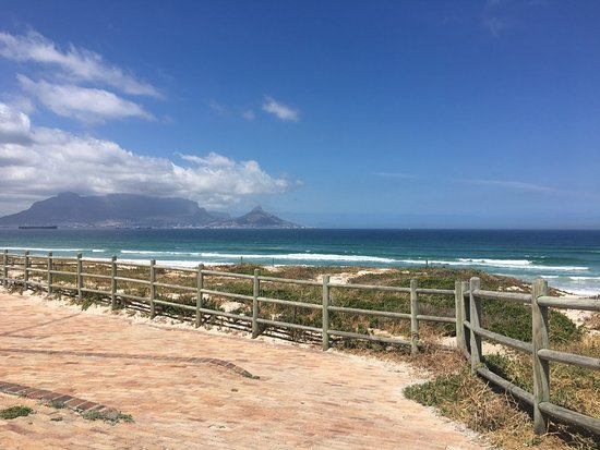 Bloubergstrand Beach: Bloubergstraand Beach - View of table mountain.