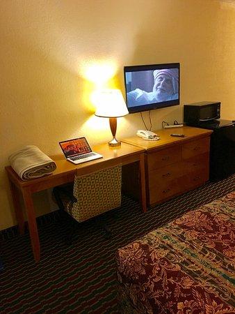 Battleboro, NC: Modern Furniture!