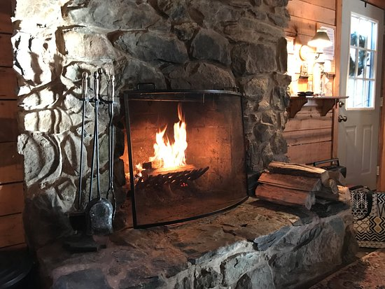 Lyndhurst, VA: A great amenity in Dogwood Cabin - in December
