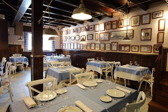 comedor planta baja - Bild von Restaurante Cala Fornells, Salamanca ...