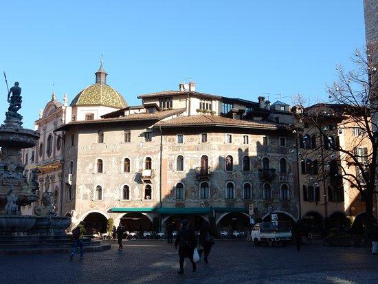 Case Cazuffi Rella: Gli affreschi delle Case Cazuffi