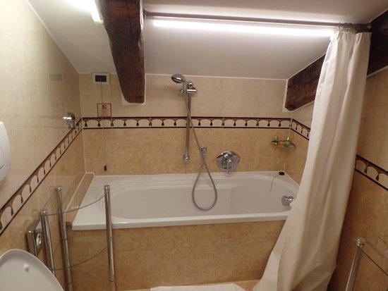 Ai Mori D Oriente Hotel Low Hanging Ceiling In Bathroom