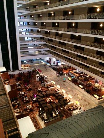Renaissance Concourse Atlanta Airport Hotel: View of the Atrium Floor Restaurant