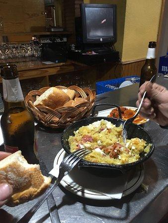 Mariana, İspanya: Patas con huevos y jamón. EXQUISITO!!