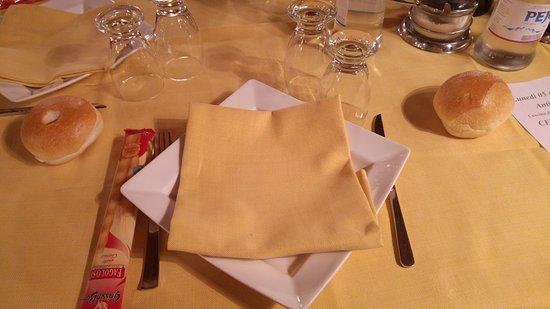 Torre d'Isola, Italia: Presentazione del tavolo
