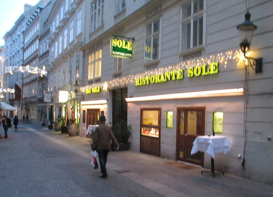 Sole: The facade of the restaurant in Anna Gasse