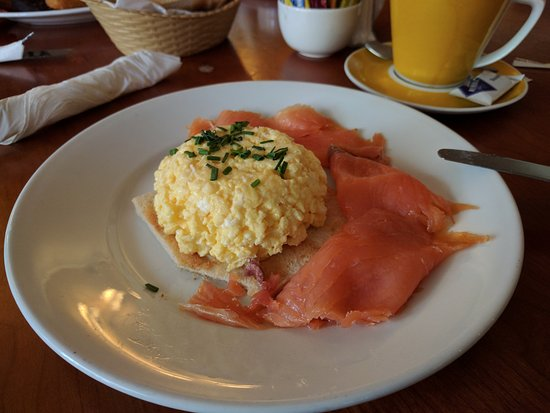 Aughrim, Irlandia: Scrambled eggs and smoked salmon