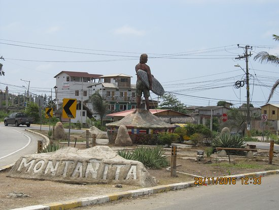 Monumento del Surfista: Entrance to Montanita