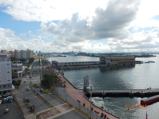 Sheraton Old San Juan Hotel: Looking East from our room. Pan American Pier in the distance