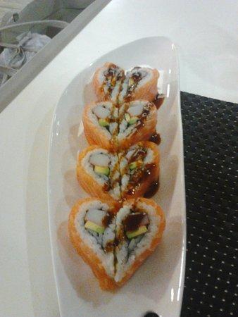 Ricetta Sushi Hiro.Uramaki Al Salmone A Forma Di Cuore Picture Of Ristorante Hiro Padua Tripadvisor
