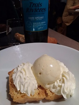 Crosne, France: Baba au rhum