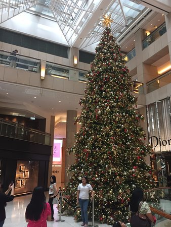 shopping area the landmark mandarin oriental landmark atrium xmas 2016
