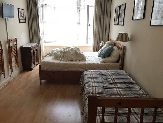 Hotel-Pension Waizenegger: Комната номер 3 с окнами во двор,отдельной душевой и своим туалетом