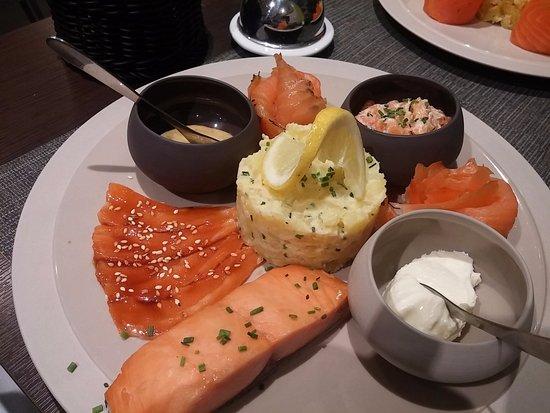 assiette autour du saumon picture of autour du saumon paris tripadvisor. Black Bedroom Furniture Sets. Home Design Ideas