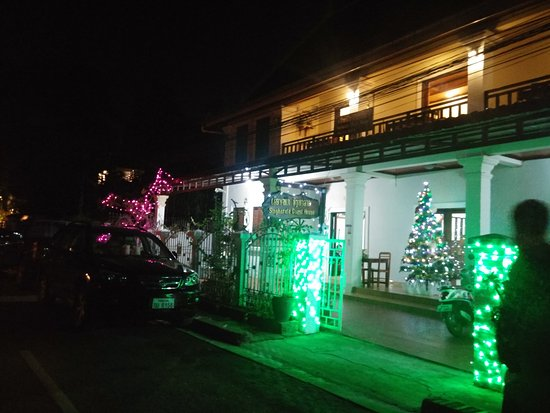 Singharat Guest House: 20161217_205139_HDR_large.jpg