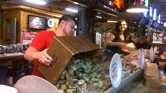 Nick's Inner Harbor Seafood : Fresh Oysters Anyone?