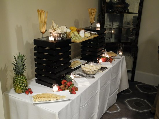 The Mills House Wyndham Grand Hotel: Cheese Serving Station