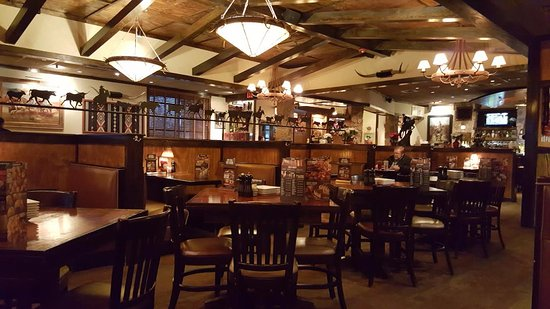 LongHorn Steakhouse: Inside of the restaurant..