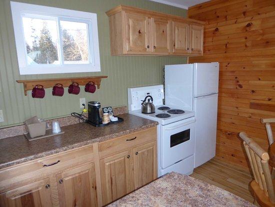 Voyageur's Lodge & Cookhouse: Kitchenette