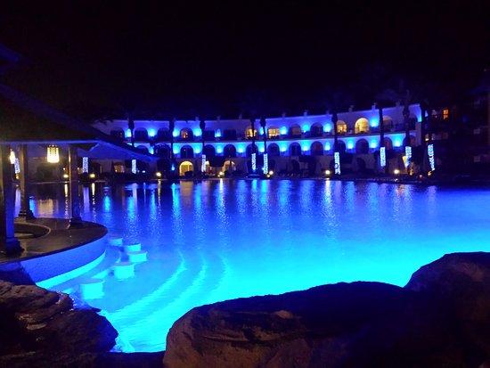 فندق رويال سافوى شرم الشيخ: Pool at night