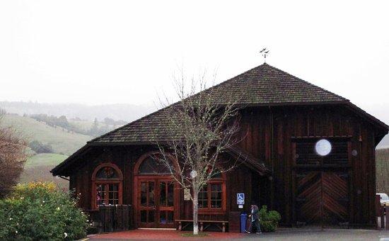 Philo, Калифорния: 雨のティステイングルーム