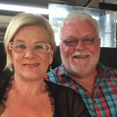 Adventure Lodge & Motel: The owners - Gill and John
