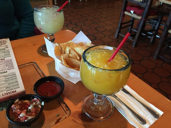 Shady Cove, OR: Margaritas , chips and salsa