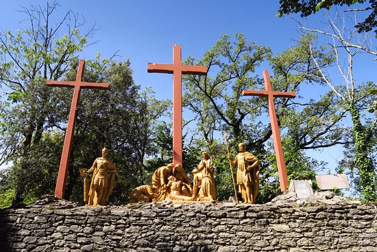 Le Via Crucis/ Way of the Cross/ Chemin de Croix
