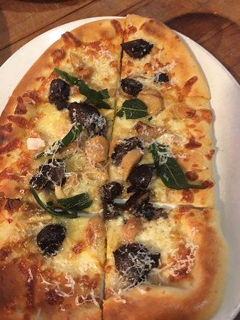 Toscanini: Fungo Pizza