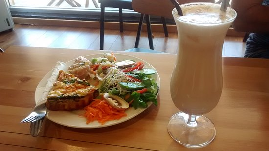 Perfect Note Cafe: Tasty frittata & salad, creamy iced Chai