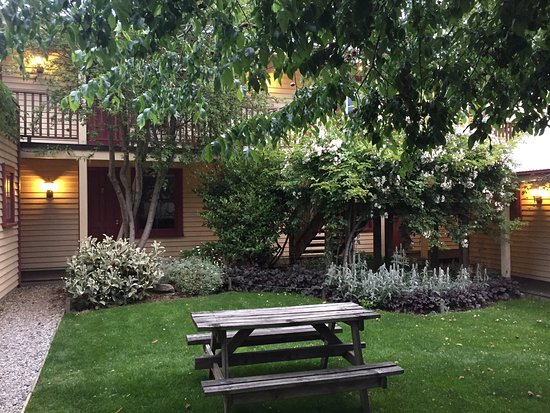 Cardrona Hotel: Garden courtyard