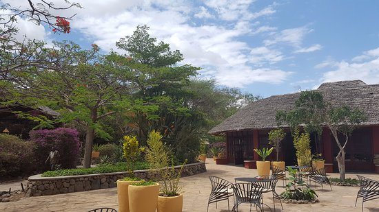 Kia Lodge – Kilimanjaro Airport: The restaurant and play areas