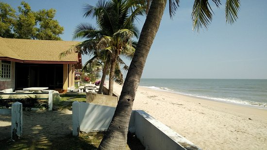Eurasia Cha-am Lagoon: ตรงชายหาด